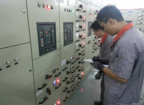 先在电路图操作,再按相关要求进行电箱操作,同时施工单位现场进行接电